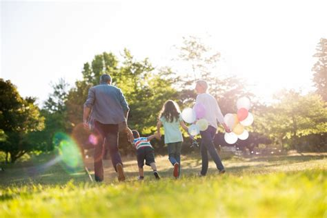 Go Outside! : Growing Close as a Family and Growing Close