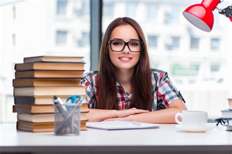 A young female student sitting at the desk HD picture free